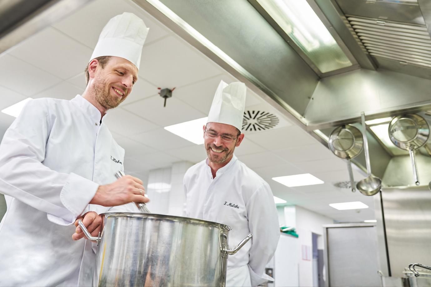 Unser Küchenchef und sein Team kreieren täglich frische, schmackhafte Gerichte