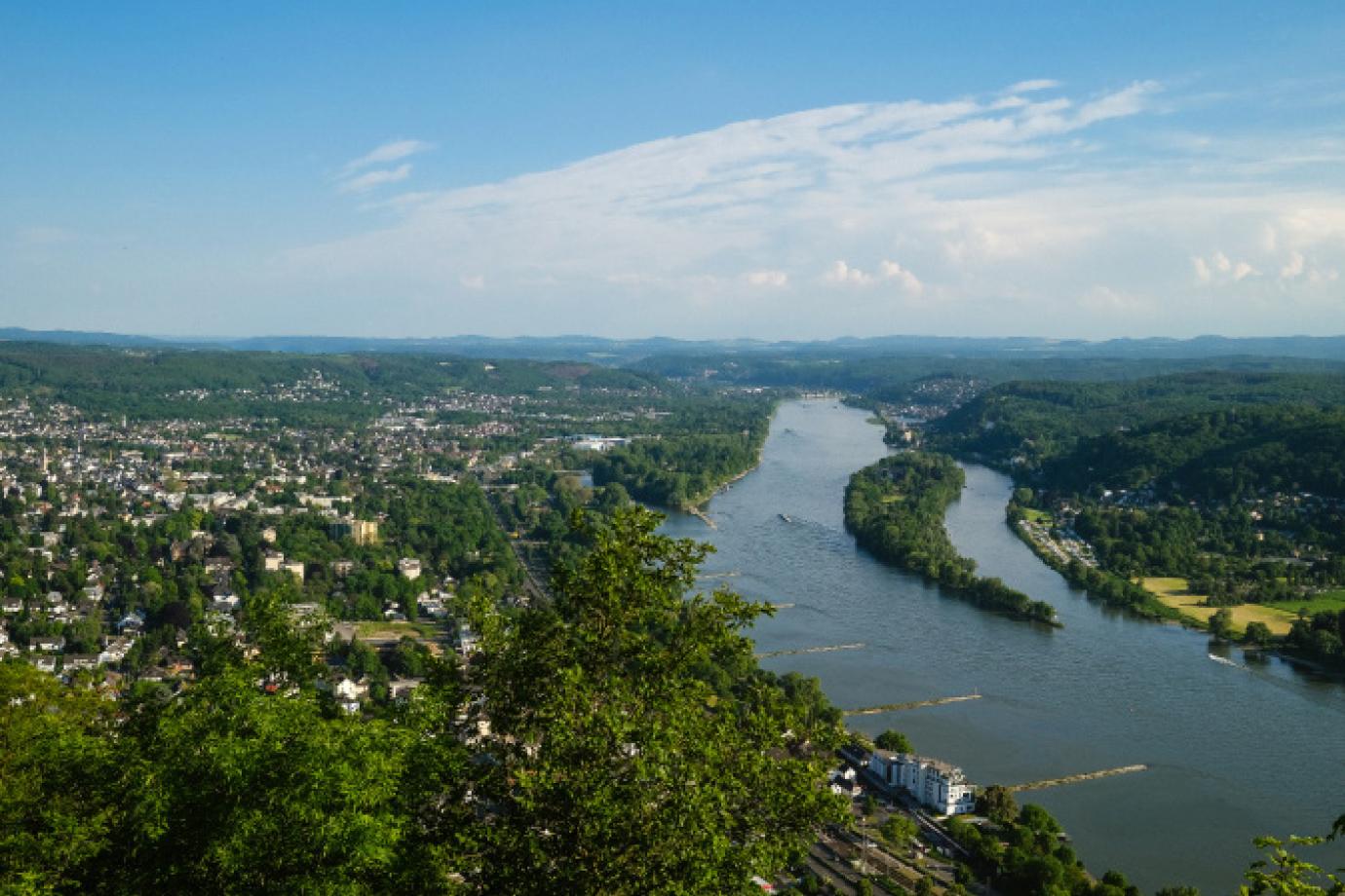 Blick vom Drachenfels auf Bad Honnef mit Parkresidenz