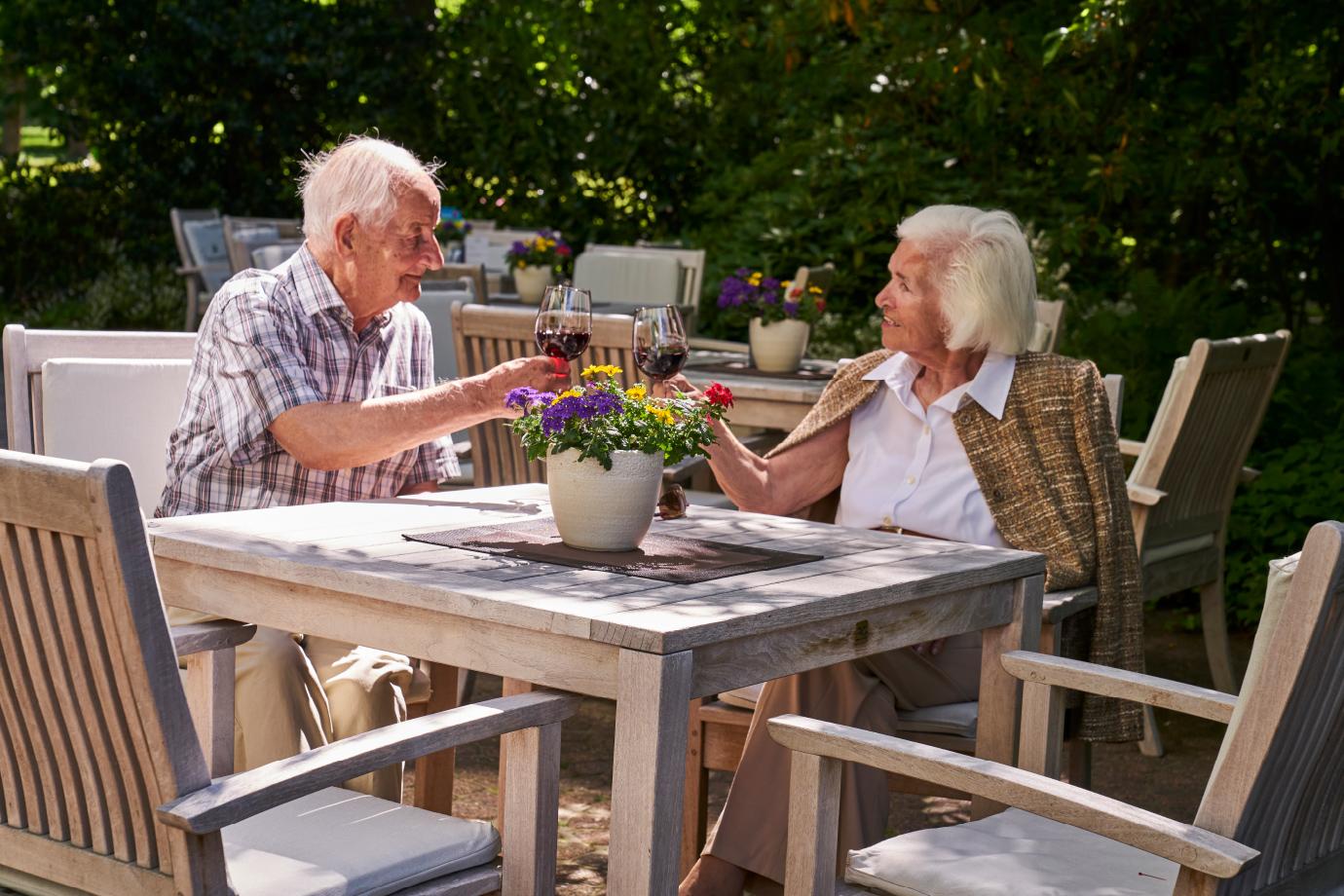Park-Café mit Terrasse